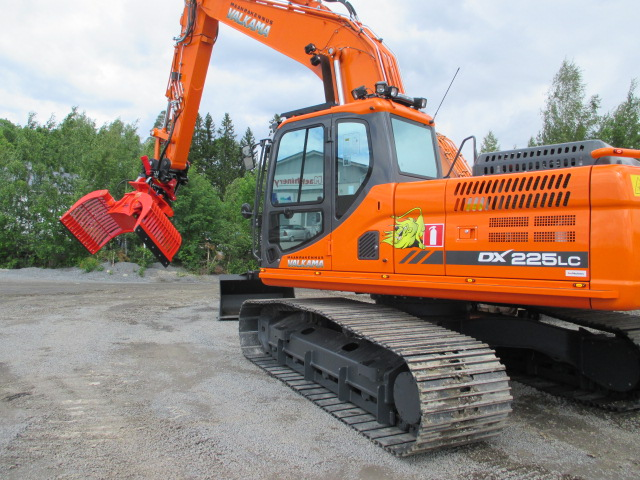 Maanrakennus Valkama uusi Doosan Dx 225 LC-3