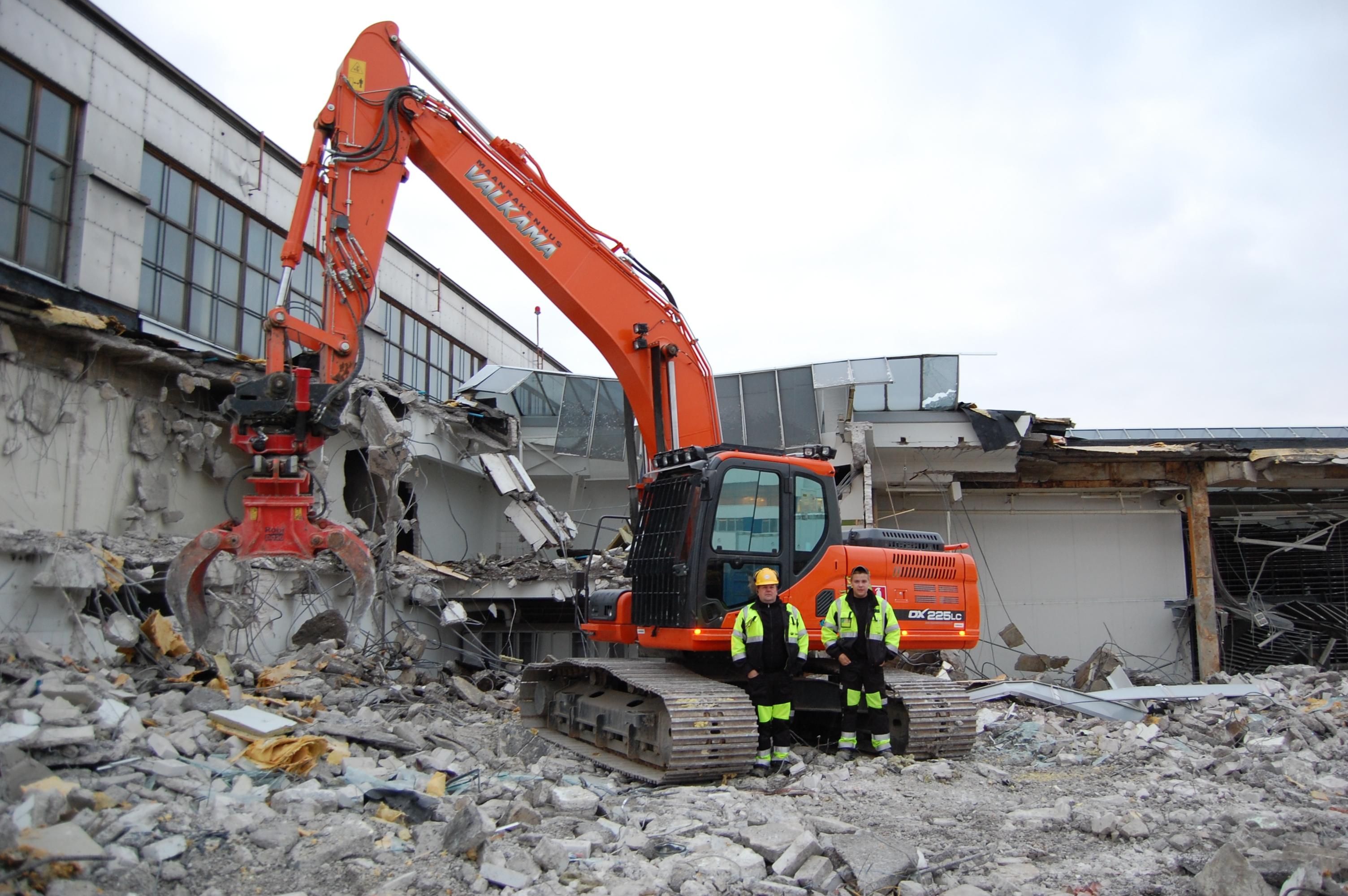 Maanrakennus Valkama täyttää 50 vuotta. RealMachinery onnittelee.