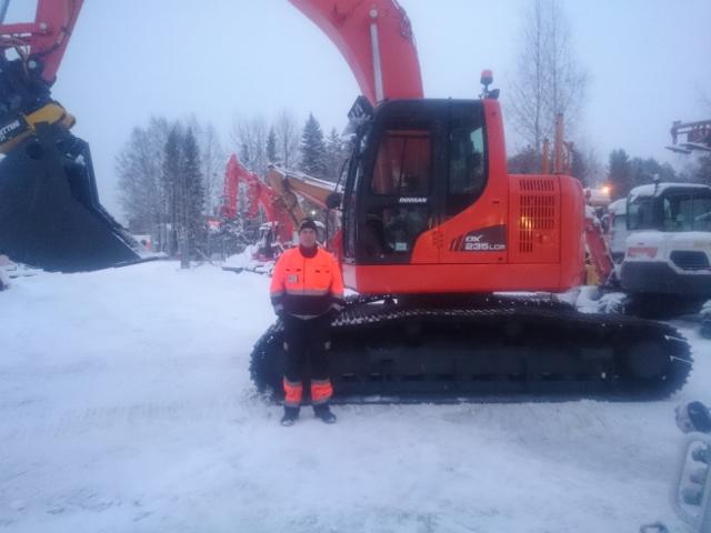 Juujärvi Racingin Doosan DX235LCR.