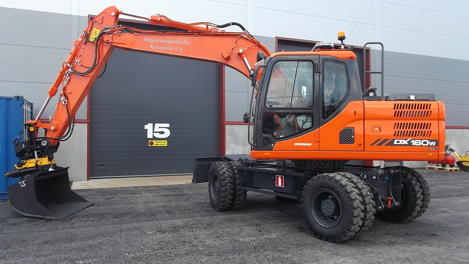 Ympäristöpalvelu Knuutila Oy:n uusi Doosan DX160W-3