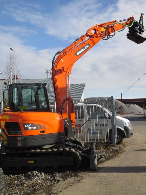 Pomarak Oy:n uusi Doosan DX85R-3 luovutettiin Oulun Oikeilla Konepäivillä.